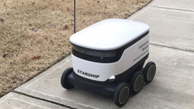 ABD'de yemek servislerini robotlar yapıyor