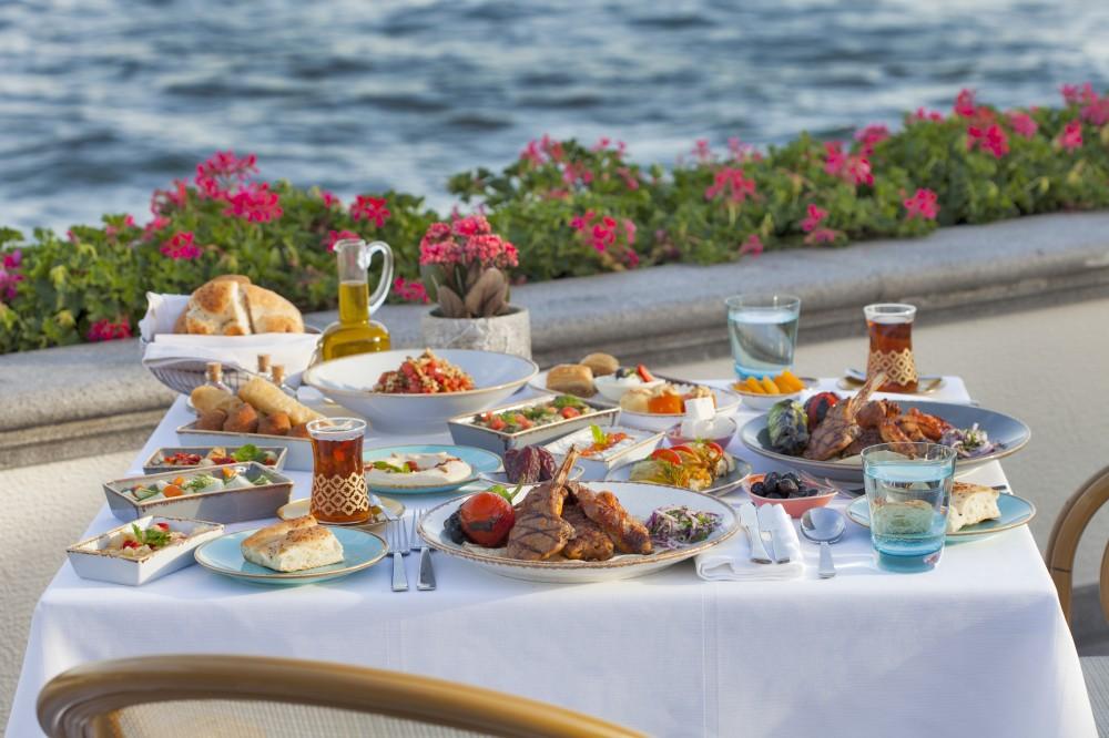 Four Seasons Hotel Bosphorus Ramazan Ruhunu Yansıtan Konaklama Paketleri Sunuyor
