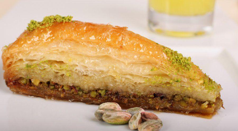 Türkler tatlı yiyerek sosyalleşiyor