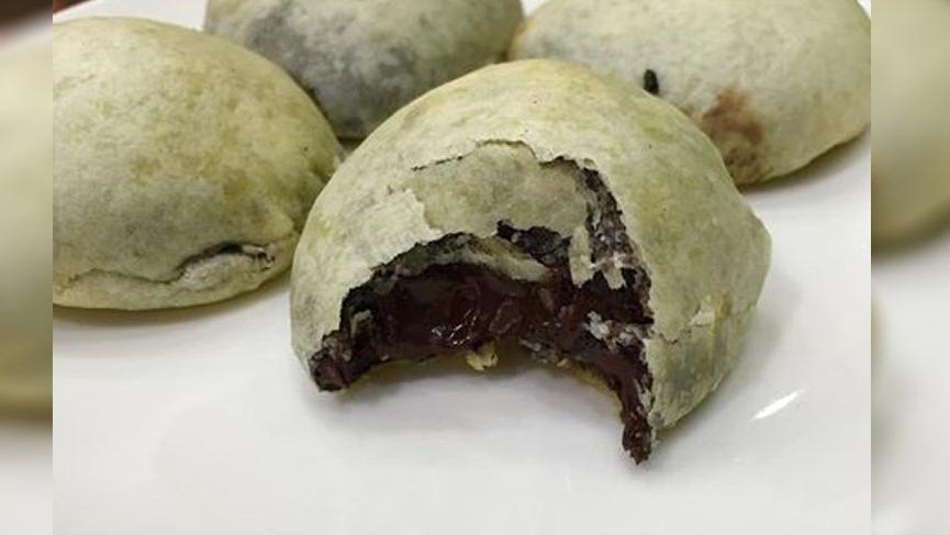 İncecik hamur ve çikolata… İşte İzmir Bomba Tatlısı tarifi!