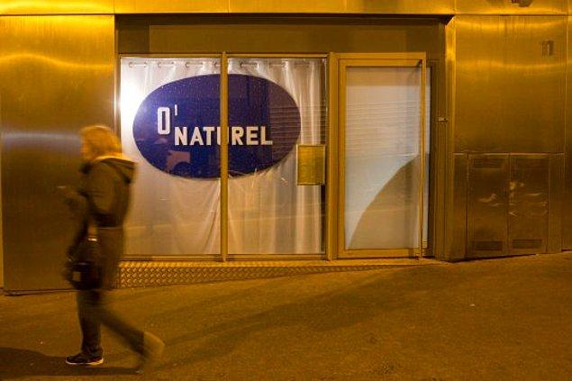 Paris\'teki Natüristlerin Uğrak Noktası Olan, İnsanların Çıplak Yemek Yediği Restoran Kapanıyor!