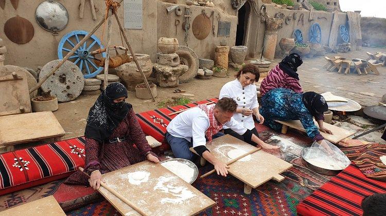 Dünyaca ünlü şefler yufka açmak için Harran'a geldi