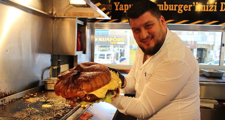 İzmir'li Sandviç Kralı 5 kiloluk, yarım metrelik dev hamburger yaptı!