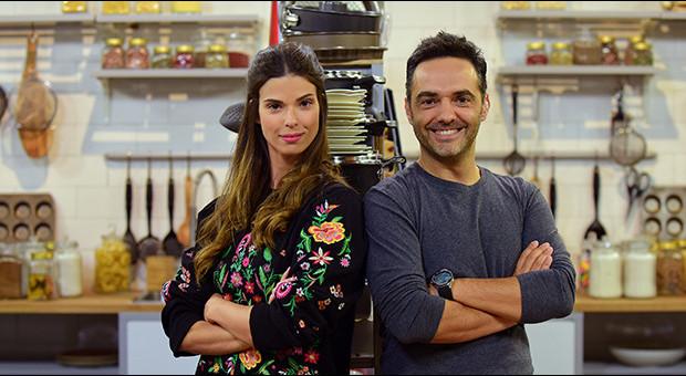 Arda Türkmen yeni bir program ile TV8 ekranında...