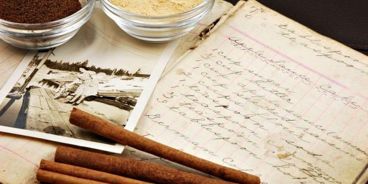 Tarihte ilk yemek kitabı ne zaman ve kim tarafından yazıldı?