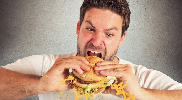 Çok ve hızlı yemek yiyenler dikkat!