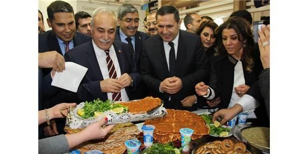 Bakan Fakıbaba'ya, Gaziantep'in Tescilli Ürünleri Tanıtıldı