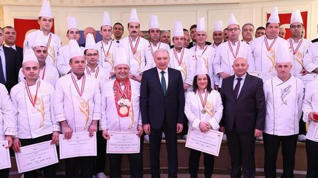 Başkan Uysal Sosyal Tesislerin Madalyası Aşçılarını Kutladı