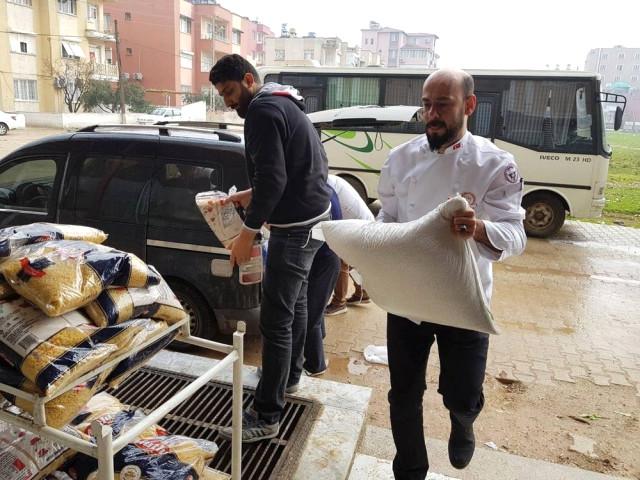 Gönüllü Aşçılar, Reyhanlı\'daki Savaş Mağdurlarına Gıda Yardımında Bulundu