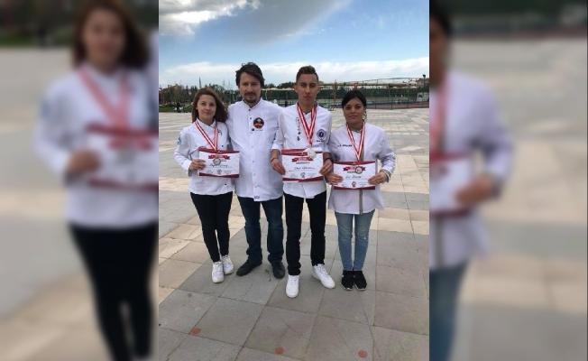 Üniversiteli aşçılar yemek yarışmasından, 6 madalya kazandı