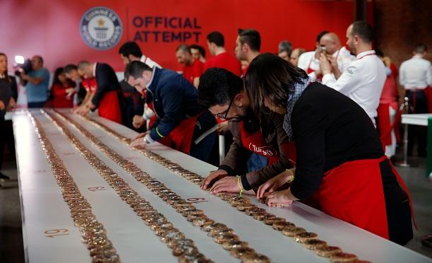Guinnes dünyanın en uzun kurabiye zinciri rekoru Türkiye'den