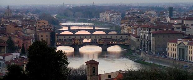 Floransa\'da turistlere sokakta yemek yasaklandı
